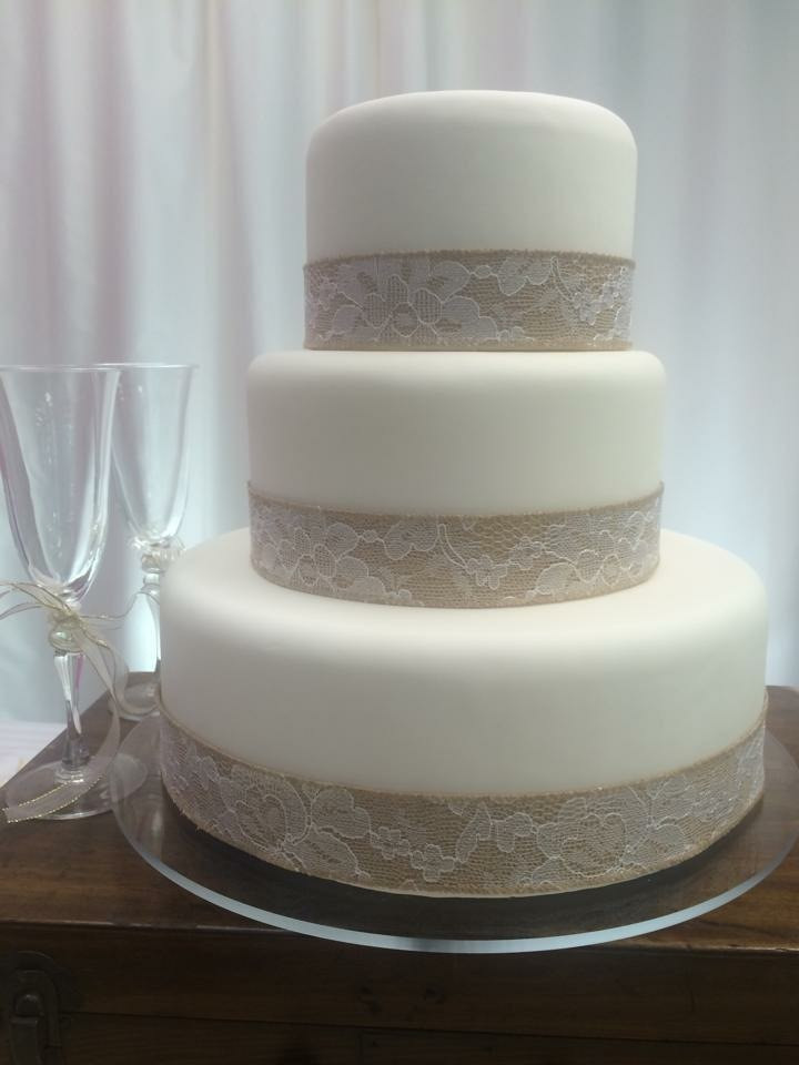 Burlap 3 tier cake