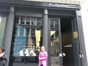 Media MAC Cosmetic Baking Beauties worldwide