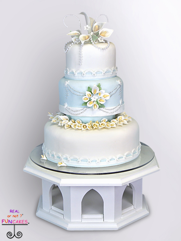 Selma Cake Stand w/Cake